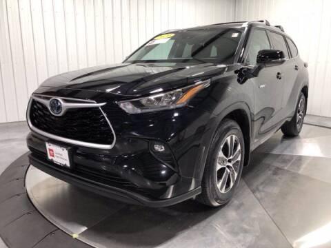 2020 Toyota Highlander Hybrid for sale at HILAND TOYOTA in Moline IL
