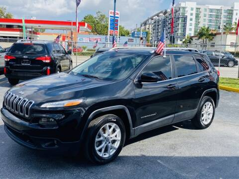 2015 Jeep Cherokee for sale at CHASE MOTOR in Miami FL