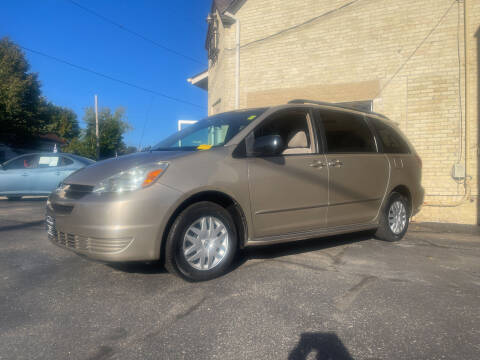 2005 Toyota Sienna for sale at Strong Automotive in Watertown WI