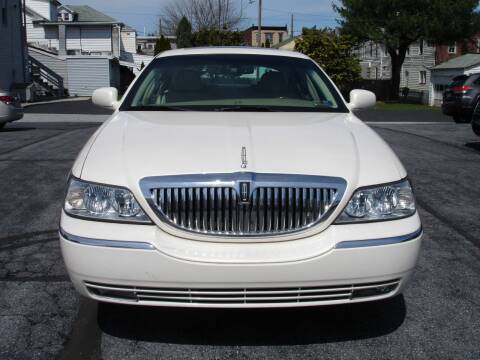 2007 Lincoln Town Car for sale at Pete's Bridge Street Motors in New Cumberland PA