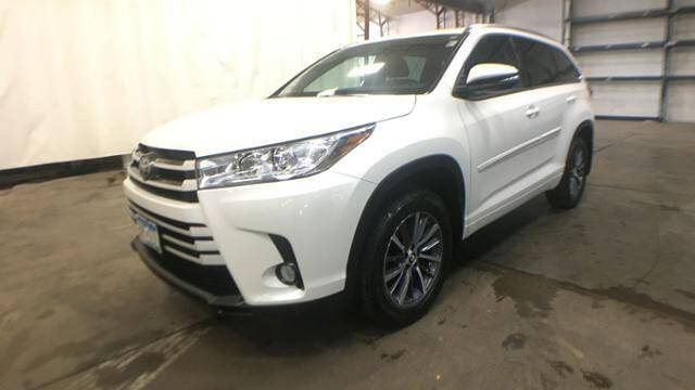 2017 Toyota Highlander for sale at Victoria Auto Sales in Victoria MN