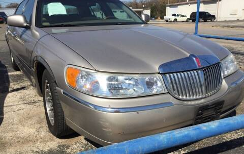 2002 Lincoln Town Car for sale at Dave-O Motor Co. in Haltom City TX