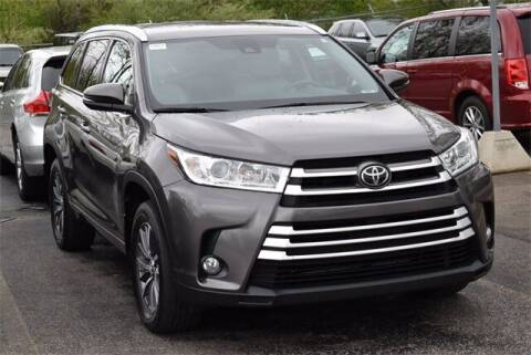 2017 Toyota Highlander for sale at BOB ROHRMAN FORT WAYNE TOYOTA in Fort Wayne IN