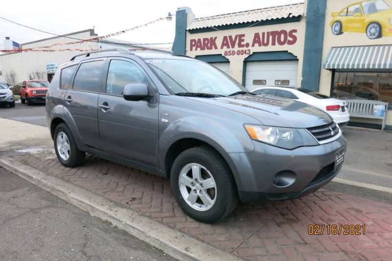 2008 Mitsubishi Outlander for sale at PARK AVENUE AUTOS in Collingswood NJ