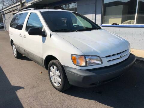 2000 Toyota Sienna for sale at Wise Investments Auto Sales in Sellersburg IN