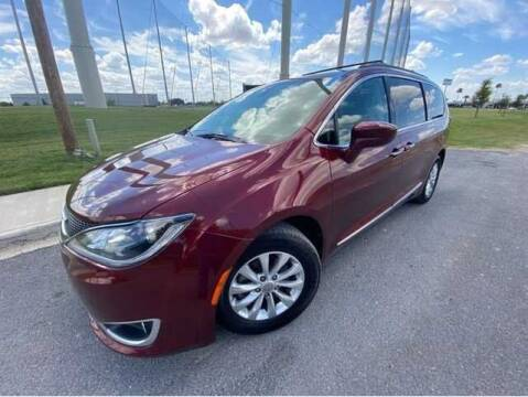 2017 Chrysler Pacifica for sale at FREDY USED CAR SALES in Houston TX