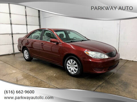 2005 Toyota Camry for sale at PARKWAY AUTO in Hudsonville MI