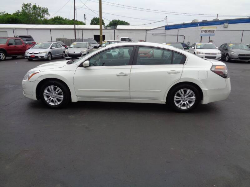 2012 Nissan Altima for sale at Cars Unlimited Inc in Lebanon TN