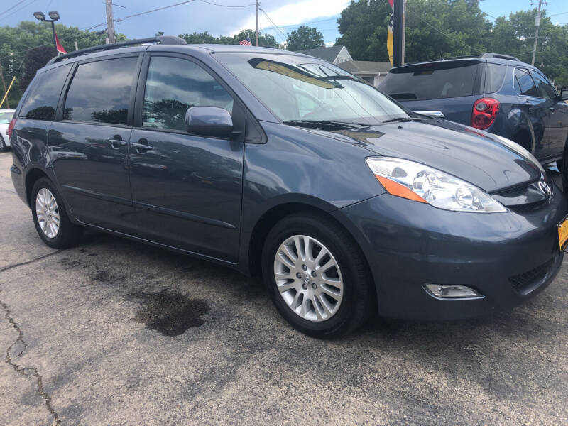 2009 Toyota Sienna for sale at COMPTON MOTORS LLC in Sturtevant WI