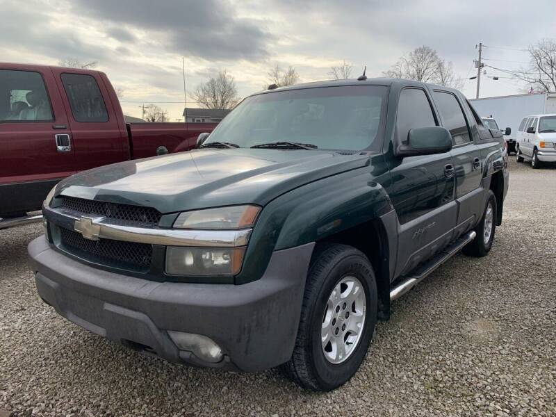 2004 Chevrolet Avalanche for sale at HILLS AUTO LLC in Henryville IN