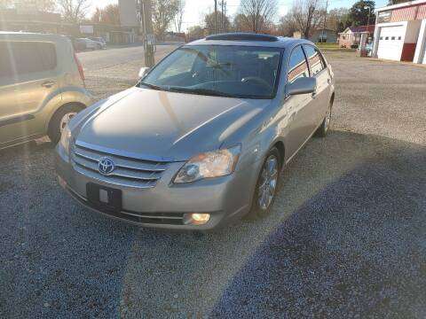 2005 Toyota Avalon for sale at VAUGHN'S USED CARS in Guin AL