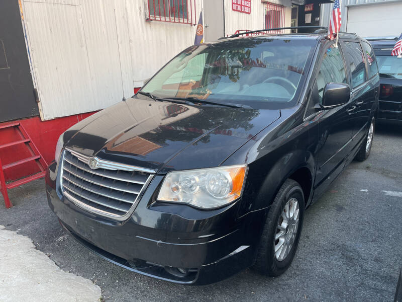 2008 Chrysler Town and Country for sale at Gallery Auto Sales in Bronx NY