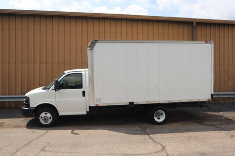 2005 GMC Savana Cutaway for sale at Signature Truck Center in Crystal Lake IL