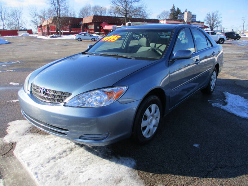 2004 Toyota Camry for sale at Triangle Auto Sales in Elgin IL