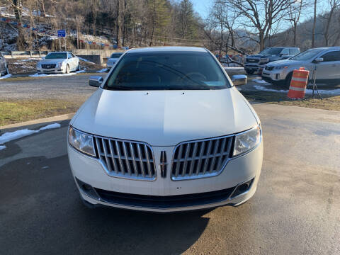 2012 Lincoln MKZ for sale at Day Family Auto Sales in Wooton KY