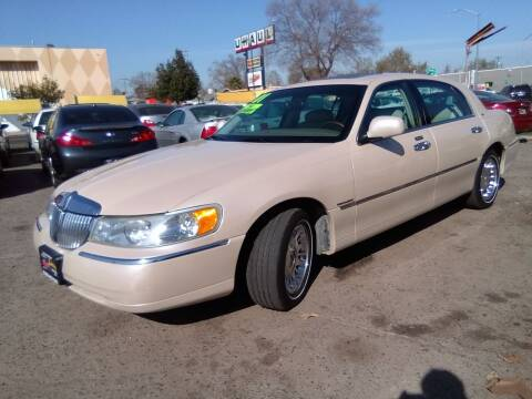2001 Lincoln Town Car for sale at Larry's Auto Sales Inc. in Fresno CA
