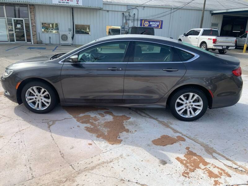 2015 Chrysler 200 for sale at Uncle Ronnie's Auto LLC in Houma LA