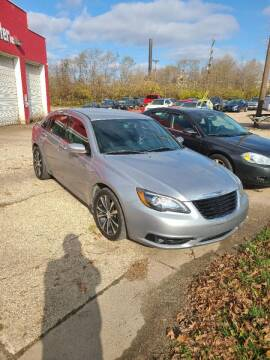 "2013 Chrysler 200 for sale at MIDWESTERN AUTO SALES        ""The Used Car Center"" in Middletown OH"
