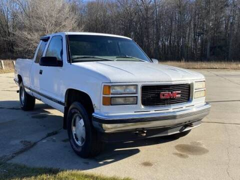 1998 GMC Sierra 1500 for sale at Betten Baker Preowned Center in Twin Lake MI