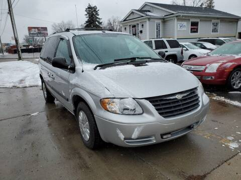 2006 Chrysler Town and Country for sale at Affordable Auto Sales in Toledo OH