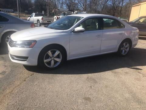 2012 Volkswagen Passat for sale at Monroe Auto's, LLC in Parsons TN