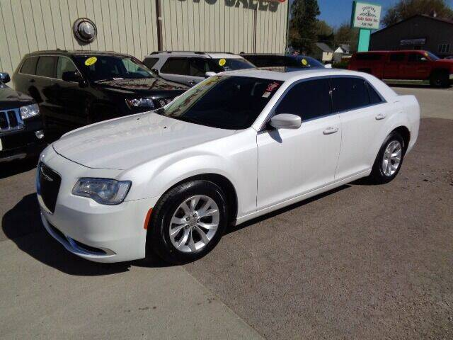 2015 Chrysler 300 for sale at De Anda Auto Sales in Storm Lake IA