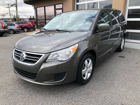 2010 Volkswagen Routan for sale at MAGIC AUTO SALES in Little Ferry NJ