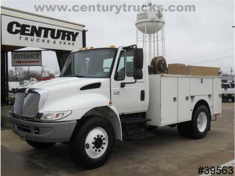 2004 International DuraStar 4200 for sale at CENTURY TRUCKS & VANS in Grand Prairie TX