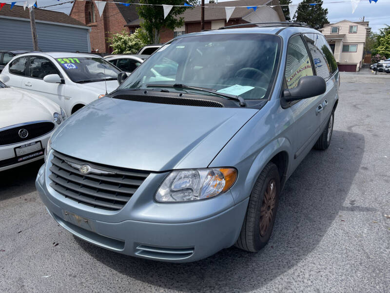 2006 Chrysler Town and Country for sale at American Dream Motors in Everett WA