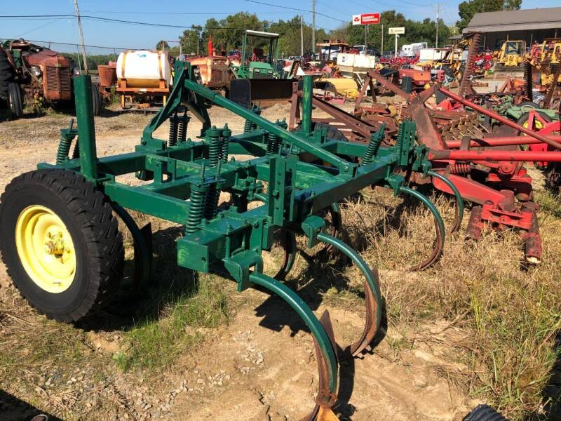 Chisel Plow 9 Shank for sale at Vehicle Network - Joe's Tractor Sales in Thomasville NC