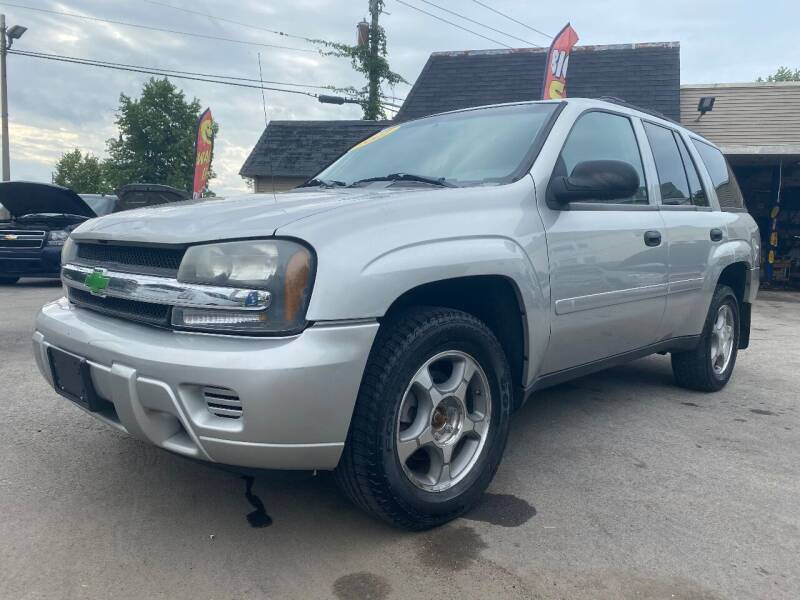 2008 Chevrolet TrailBlazer for sale at Global Auto Finance & Lease INC in Maywood IL