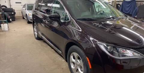 2017 Chrysler Pacifica for sale at Mulder Auto Tire and Lube in Orange City IA