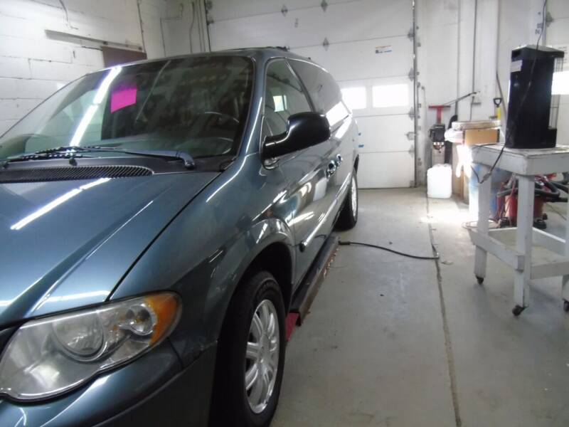 2006 Chrysler Town and Country for sale at C&C AUTO SALES INC in Charles City IA