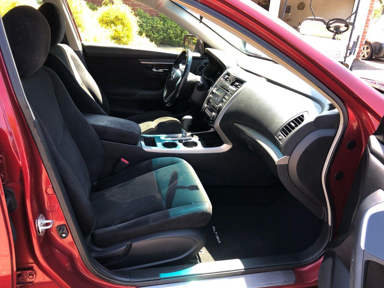 2013 Nissan Altima 4dr Car