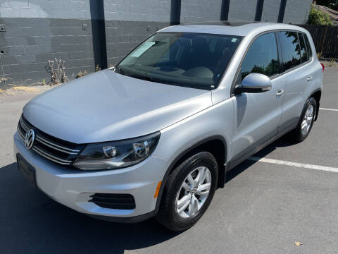 2013 Volkswagen Tiguan for sale at APX Auto Brokers in Lynnwood WA