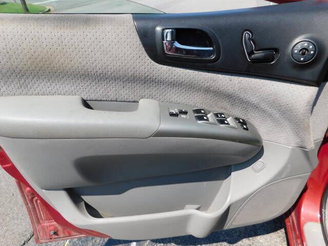 2007 Hyundai Entourage GLS 4dr Mini-Van - Madison TN