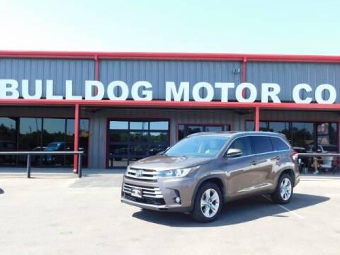 2018 Toyota Highlander for sale at Bulldog Motor Company in Borger TX