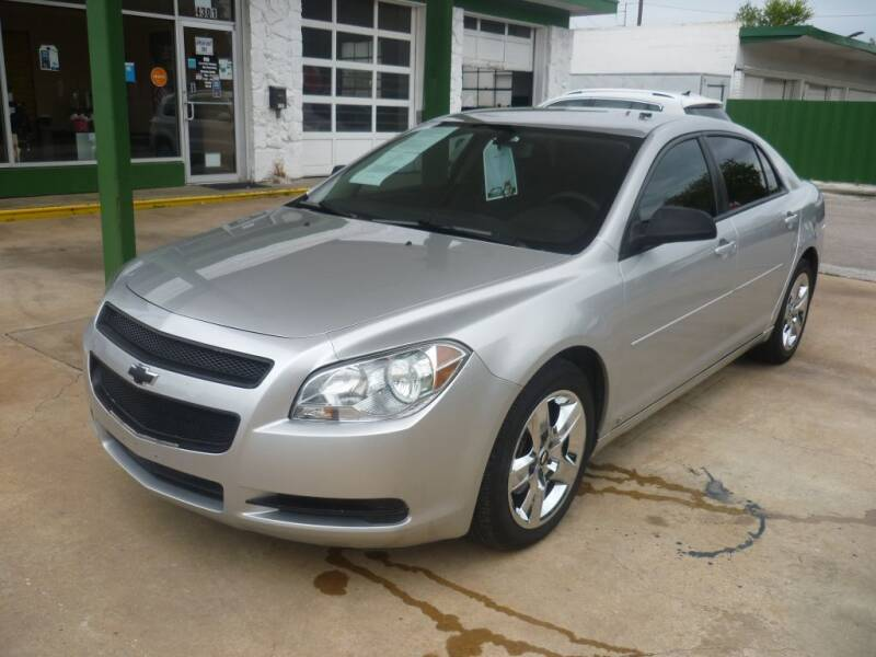 2009 Chevrolet Malibu for sale at Auto Outlet Inc. in Houston TX