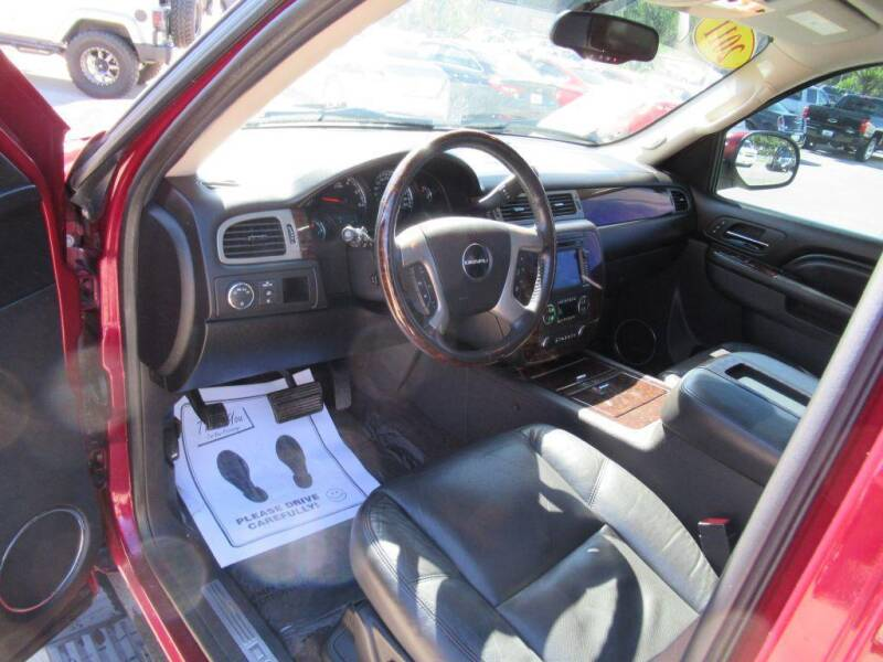 2011 GMC Yukon for sale at Aztec Motors in Des Moines IA