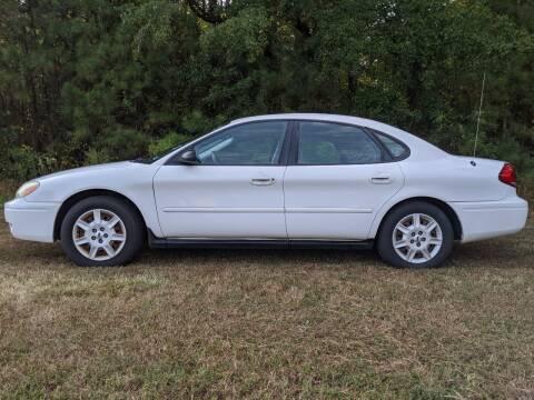2004 Ford Taurus for sale at Harris Motors Inc in Saluda VA