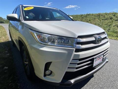 2017 Toyota Highlander for sale at Mr. Car City in Brentwood MD