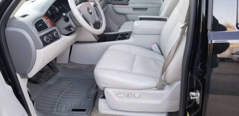 2012 Chevrolet Suburban 4x4 LT 1500 4dr SUV - Hampshire IL