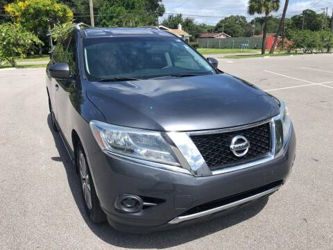 2014 Nissan Pathfinder for sale at Consumer Auto Credit in Tampa FL