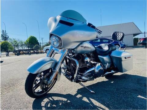 2014 Harley Davidson Street Glide for sale at KARS R US in Modesto CA