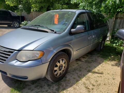 2006 Chrysler Town and Country for sale at Northwoods Auto & Truck Sales in Machesney Park IL