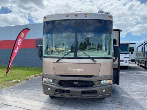 2004 Winnebago ITASCA SUNFLYER 34D for sale at Bates RV in Venice FL