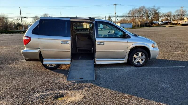 2006 Dodge Grand Caravan for sale at BT Mobility LLC in Wrightstown NJ