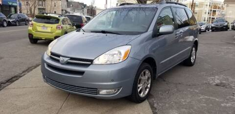 2004 Toyota Sienna for sale at Motor City in Roxbury MA