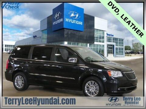 2015 Chrysler Town and Country for sale at Terry Lee Hyundai in Noblesville IN