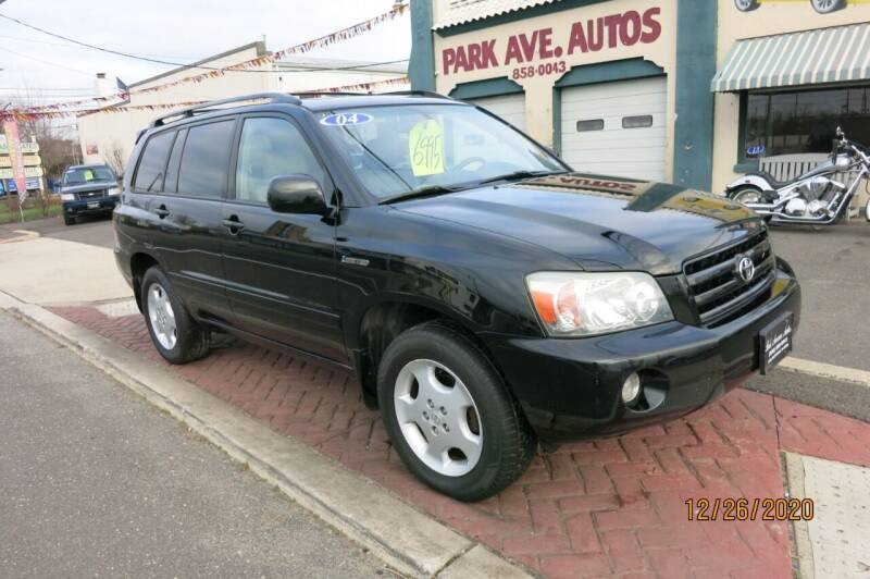 2004 Toyota Highlander for sale at PARK AVENUE AUTOS in Collingswood NJ